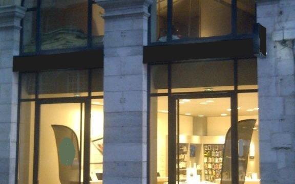 menuiserie acier cintrée devanture de magasin (Bayonne 64)